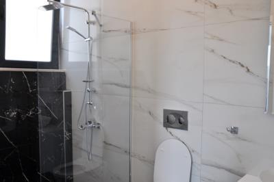 13b--ensuite-bathroom