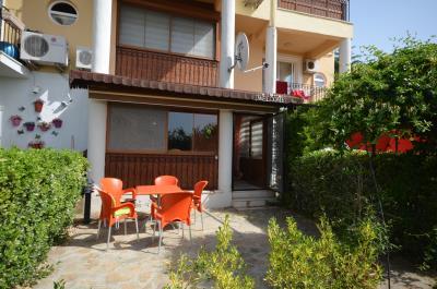 2--private-patio