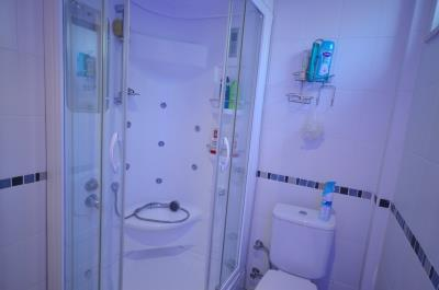 9a--jacuzzi-shower