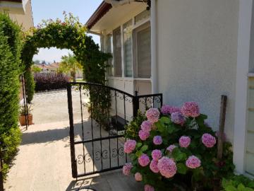 17--entrance-to-gardens
