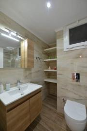 8--bathroom