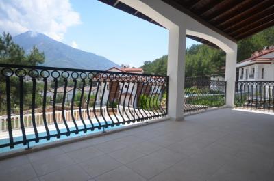 8--lounge-terrace_resize