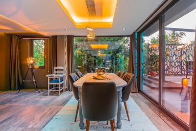 10--indoor-dining