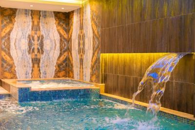 1--indoor-pool