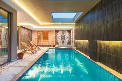 1b--indoor-pool