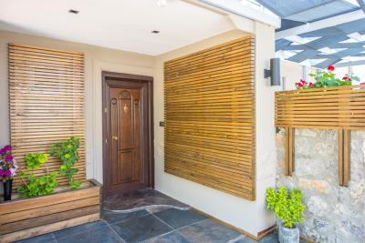 3--entrance-door