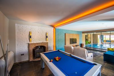7--billiards-adjacent-to-lounge