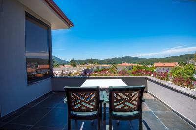 13--upper-balcony-terrace