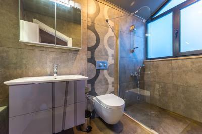 8a--ensuite-bathroom