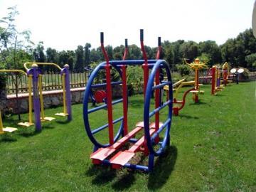 11--oudoor-exercise-park