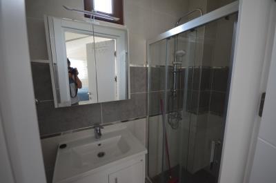 7--ensuite-bathroom
