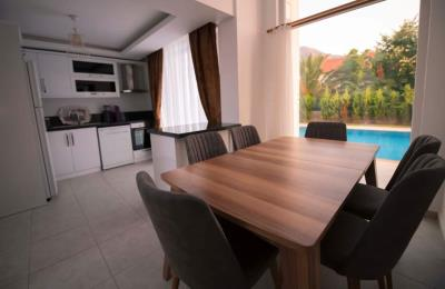 11--dining-area-to-kitchen