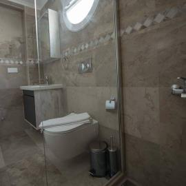 18a--ensuite-two-