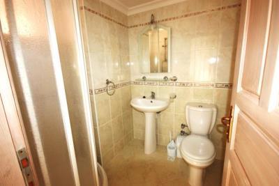 8--family-bathroom