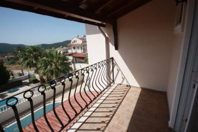 9b--bedroom-balcony-