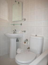 11a--main-bathroom