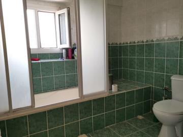 8b--ensuite-bathroom