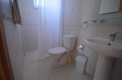 26--ensuite-bedroom-one_resize