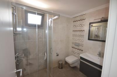 12--family-bathroom_resize