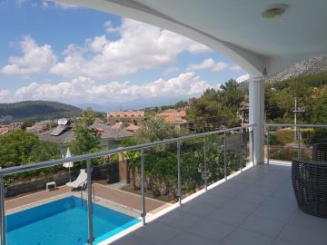 13a--bedroom-balcony
