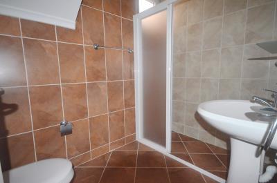 23--fifth-bathroom