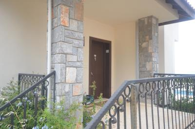 32--entrance-porch-to-side