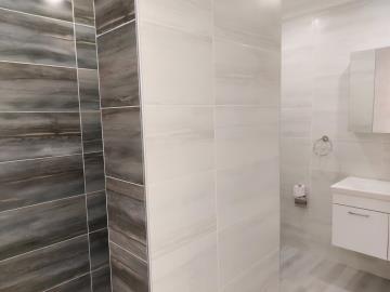18--ensuite-bathroom