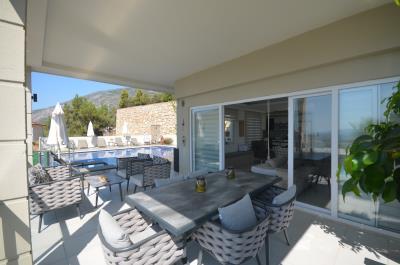 9--lounge-balcony