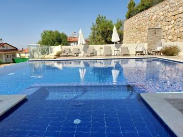 23a--private-pool-with-kids-pool