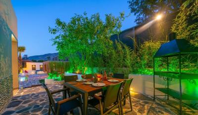 6--outdoor-dining