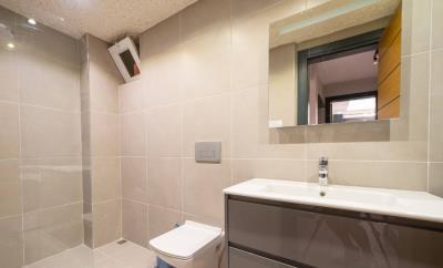 13--bathroom