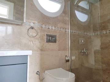 11a--ensuite-two