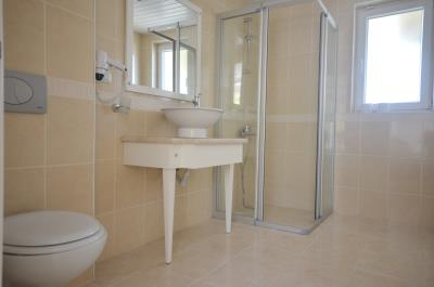 20--ensuite-two