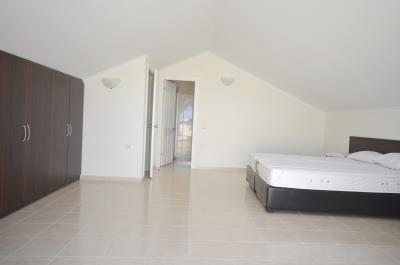 25--large-master-bedroom-suite