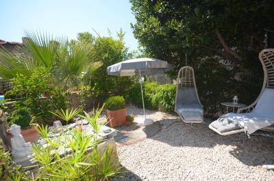7--side-garden