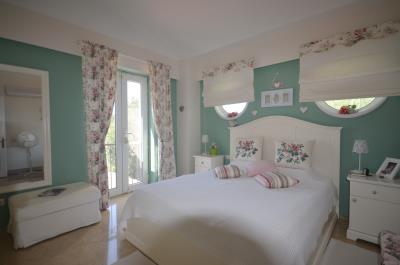 24--bedroom-one-with-ensuite
