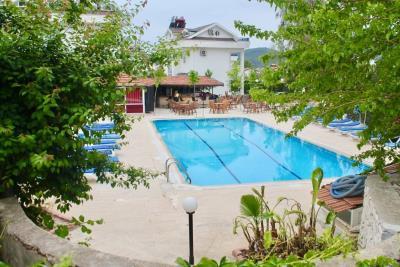18--communal-pool