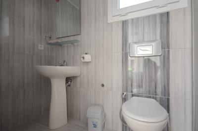 7--bathroom