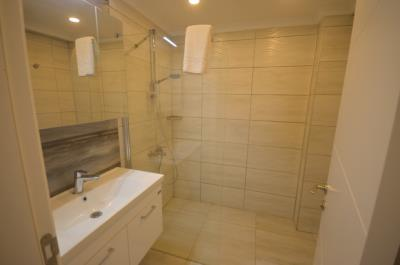 22--ensuite-to-bedroom-two_resize