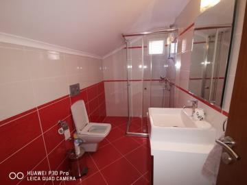 second-floor-bathroom