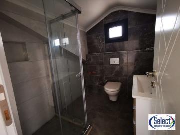 18--family-bathroom-second-floor