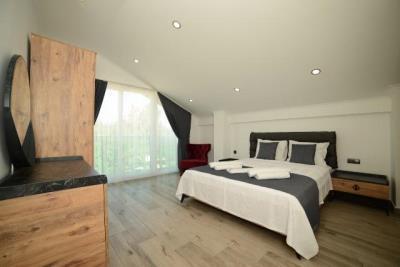 14--master-bedroom