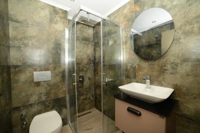 14c--ensuite-bathroom