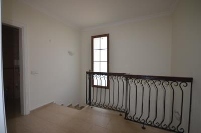 9--upper-hallway_resize
