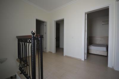 9a--upper-hallway_resize