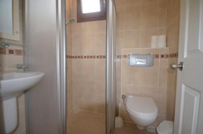 11a--ensuite-bathroom_resize