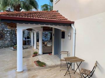 1a--entrance-porch