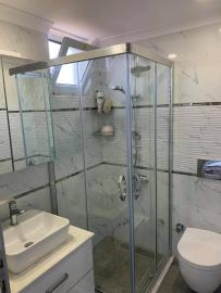 7b--ensuite-bathroom