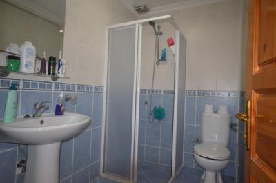 13--family-bathroom-second-floor_resize