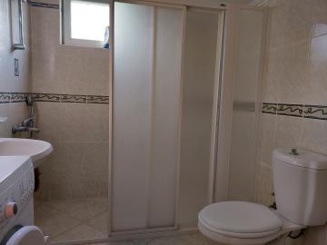 11--ensuite-bathroom